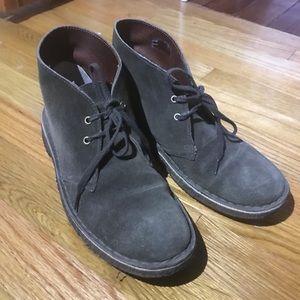 Clarks desert boots green